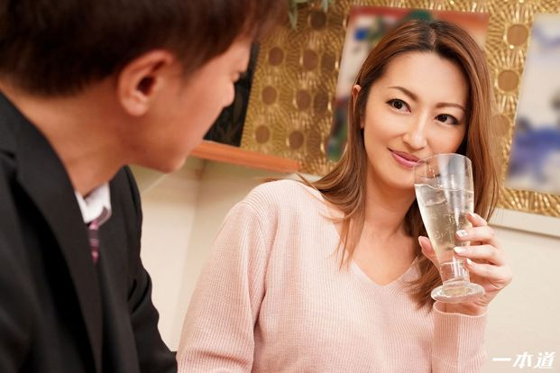 [UNCENSORED] 1Pondo 082920_001 - JAV Rena - Share table pub mature woman joint party